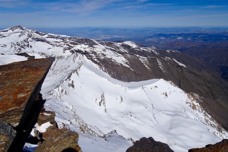 Puntal de la Caldera y Juego de Bolos desde el Mulhacen